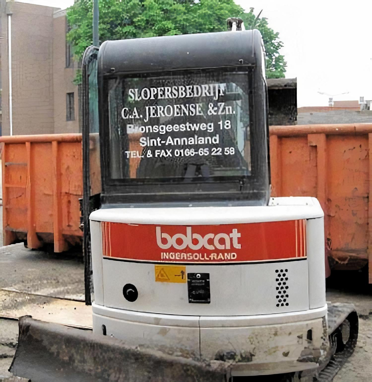 Bobcat minigraver in actie van slopersbedrijf Jeroense